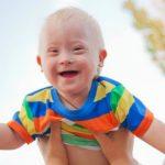"""Foto: Povestea lui Gammy, micuțul cu sindromul Down născut de o mamă surogat și abandonat la naștere de părinții care l-au ,,comandat"""""""