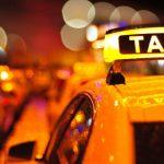 Foto: Locuitorii Capitalei sunt nevoiți să aștepte ore în șir taxi