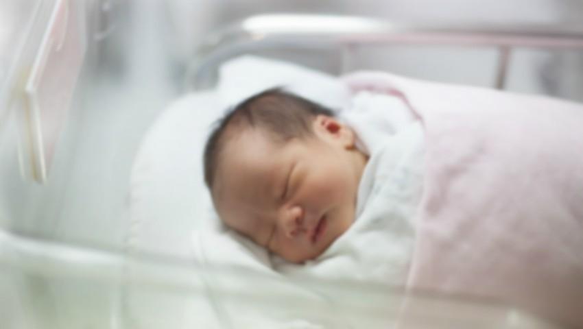 Foto: Un cuplu din Marea Britanie și-a sufocat în somn copilul de o lună