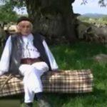 Foto: Povestea ciobanului care a împlinit 100 de ani: are o mie de oi și merge în fiecare zi câte 30 de km pe jos
