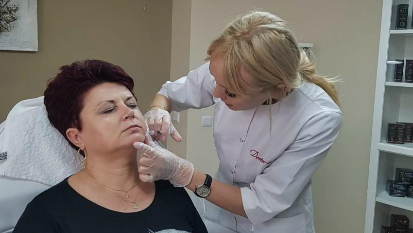 Foto: Dermatologul Ecaterina Lica, despre metoda minim invazivă în lupta cu ridurile și corecția conturului facial