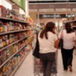Foto: Trei moldovence, reținute în Italia: au furat salamuri, brânzeturi și cutii de ton dintr-un supermarket