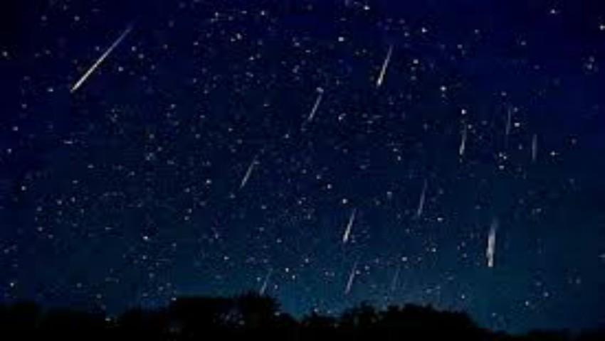 În această noapte, poți vedea o renumită ploaie de meteori care are loc doar o dată la 75 de ani!