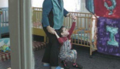 Caz revoltător într-un orfelinat din Rusia! Directoarea instituției îi obliga pe copiii neascultători să-și bea propria urină
