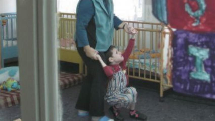 Foto: Caz revoltător într-un orfelinat din Rusia! Directoarea instituției îi obliga pe copiii neascultători să-și bea propria urină