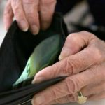 Foto: Modificări la Codul Muncii. De mâine, angajații care au atins vârsta de pensionare pot fi concediați