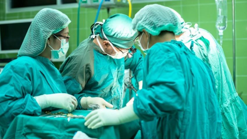 Foto: O femeie însărcinată în 28 de săptămâni a ajuns în stare gravă la spital, după ce o parte din abdomenul ei a explodat
