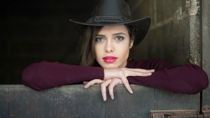 """Foto: Moldoveanca Alexandra Marcenco a fost aleasă """"Regina Frumuseții"""" în Portugalia"""