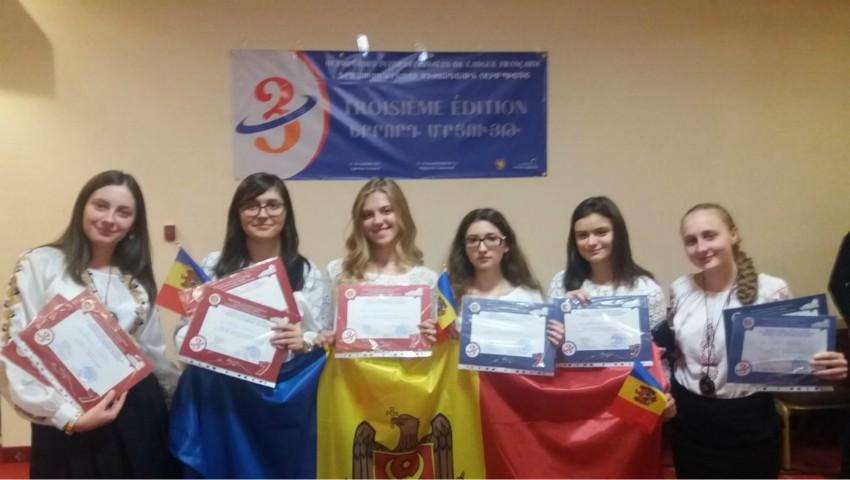 Foto: Elevii moldoveni au obținut medaliile de aur și de bronz, dar și toate mențiunile la Olimpiada Internațională de Limbă Franceză