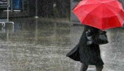 Meteorologii anunță pentru weekend ploi puternice și vreme rece