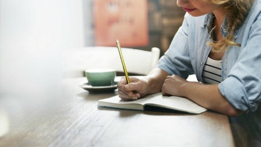 Foto: O femeie nefericită în căsnicie a înșirat pe foaie cuvinte care dor. Citește-i scrisoarea!