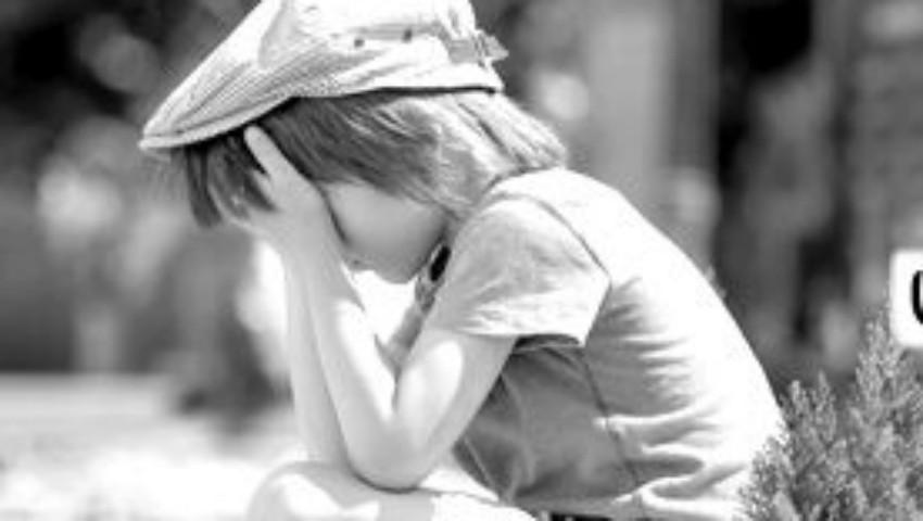 Foto: Dorul de părinți distruge: cum suferă copiii ai căror părinți sunt plecați în străinătate
