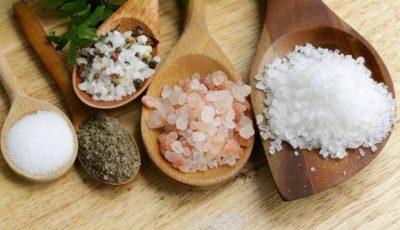 Care este diferența între sarea de mare, cea de masă și cea grunjoasă?