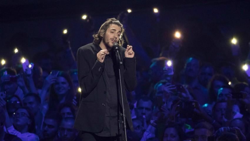 Foto: Câștigătorul Eurovision 2017 a fost conectat la o inimă artificială