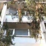 Foto: Clipe de coșmar pentru o mamă care și-a scăpat fetița de un an de la etajul 4 al unui spital
