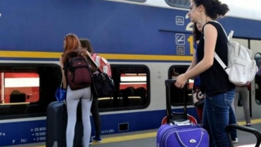 Foto: Tinerii moldoveni care dețin cetățenia română vor putea călători gratuit cu trenul în Europa, la împlinirea vârstei de 18 ani