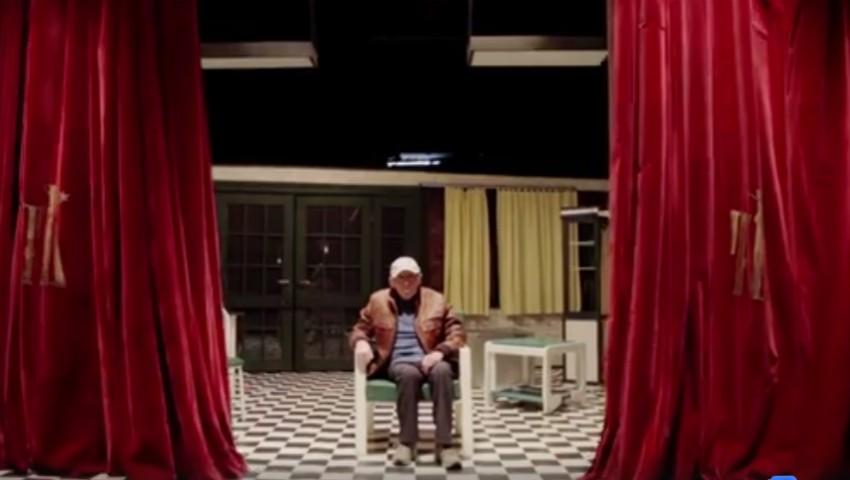 """Foto: Video emoționant! Actorul Gheorghe Urschi felicită chișinăuienii de pe scena teatrului ,,Luceafărul"""""""
