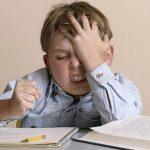 Foto: De ce nu trebuie să ajutați copilul să-și facă temele pentru acasă
