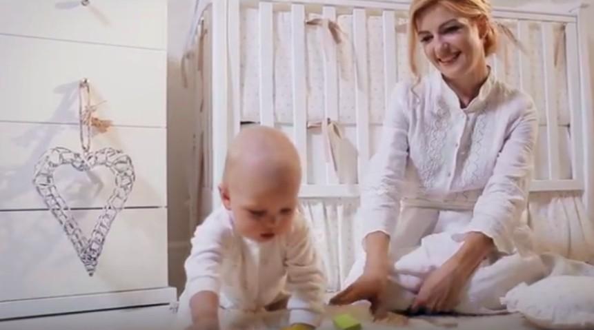 Foto: Mariana Mihăilă a lansat o piesă emoționantă! În videoclip apare și Marius, fiul artistei