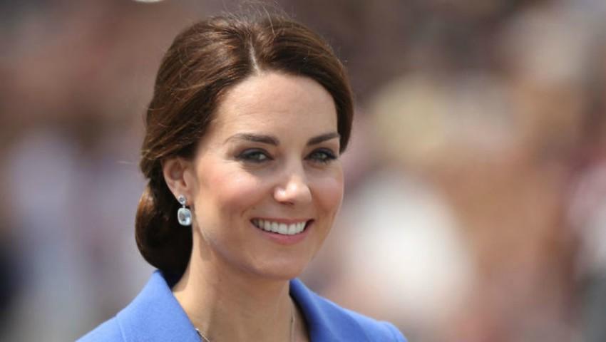 Foto: Kate Middleton a făcut furori într-o rochiță vișinie, pentru însărcinate!