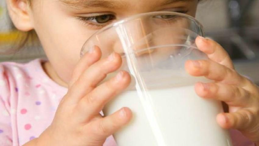 Foto: Analizele au arătat: 50% din laptele din comerț nu conține lapte!