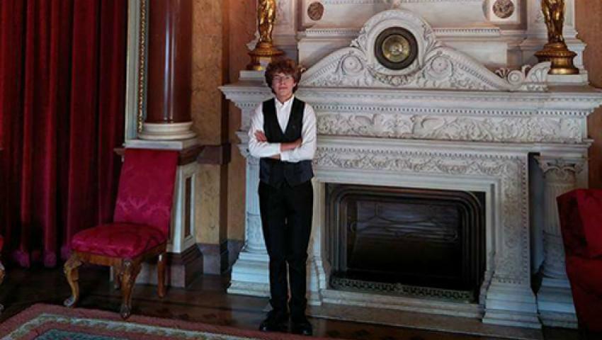 Foto: Un tânăr din Moldova a devenit cel mai mare acordeonist din Portugalia