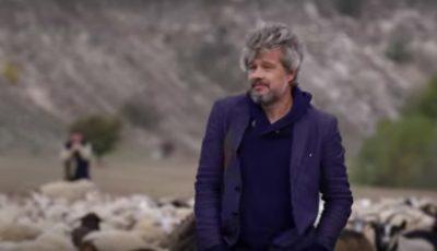 """Cine este ,,Brad Pitt de Moldova"""" și cât a costat videoclipul devenit viral peste noapte în Moldova și România"""