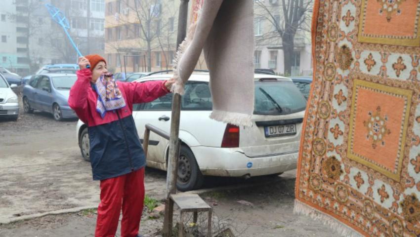 Locuitorii din Orhei vor primi amenzi pentru bătutul covoarelor și uscatul rufelor în curțile blocurilor