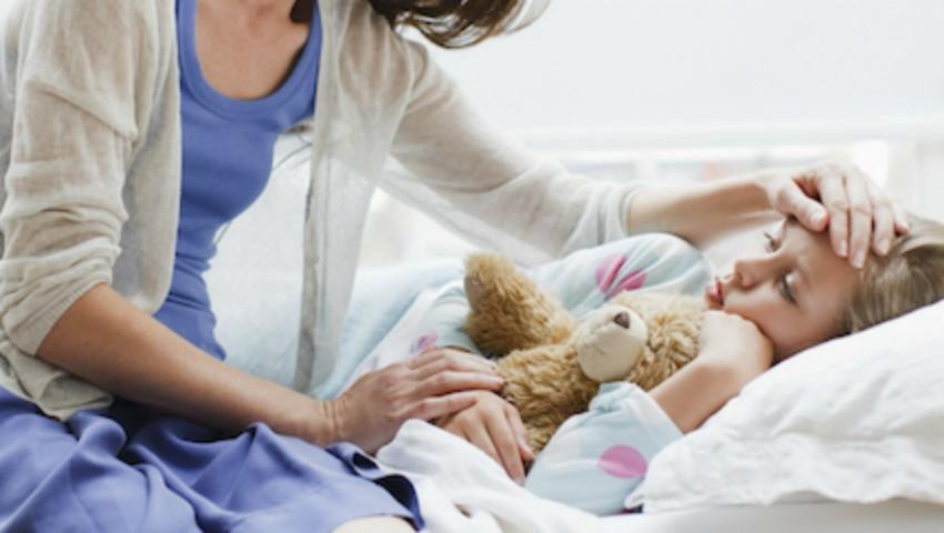 Foto: Ce fac mămicile pediatre când copilul lor este răcit?