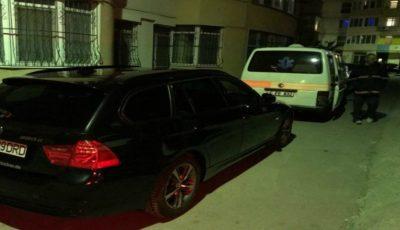O ambulanță cu un bolnav grav a stat blocată în fața casei mai bine de 30 de minute, din cauza indiferenței unui șofer