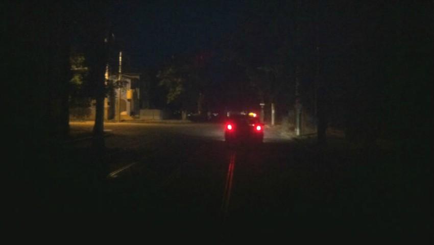 """Foto: Copii ,,fără părinți""""! O fetiță de 7 ani și fratele ei de 3 ani, găsiţi de către polițiști, hoinărind singuri în toiul nopții pe străzile din Capitală"""