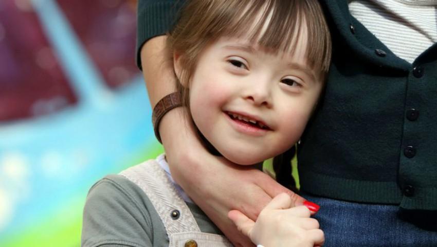 Foto: Un băiețel cu sindrom Down a salvat două fete de la înec