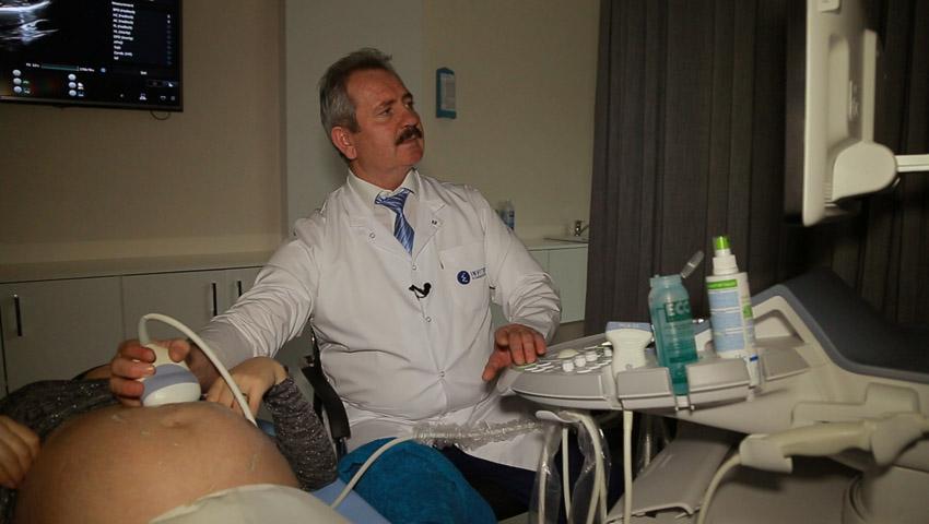 """Foto: Ultrasonografie de performanţă exclusivă 4D la """"Invitro Diagnostics"""""""
