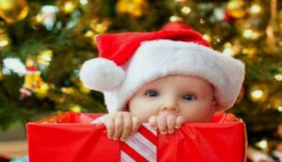 Cum să alegi cadoul de Crăciun pentru micuțul tău în funcție de vârstă. Află sfaturile psihologului