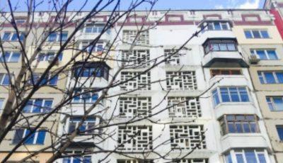 O femeie s-a aruncat de la etajul 12 al unui bloc de locuit din Capitală