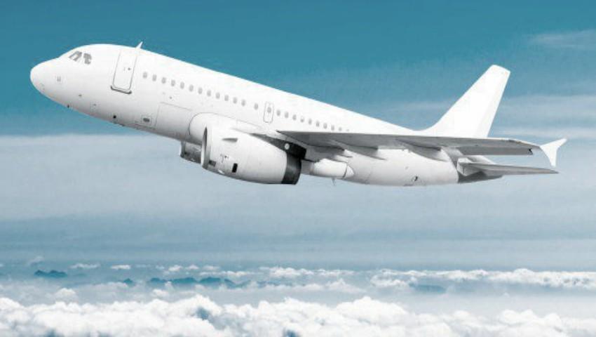 Foto: Un bebeluș de 2 luni a murit în timpul unui zbor cu avionul