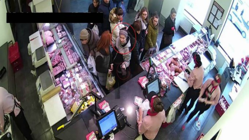 Foto: Atenție!!! Femeia din imagine este căutată de poliție