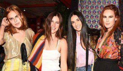 Fiicele lui Demi Moore au pozat goale în cadă
