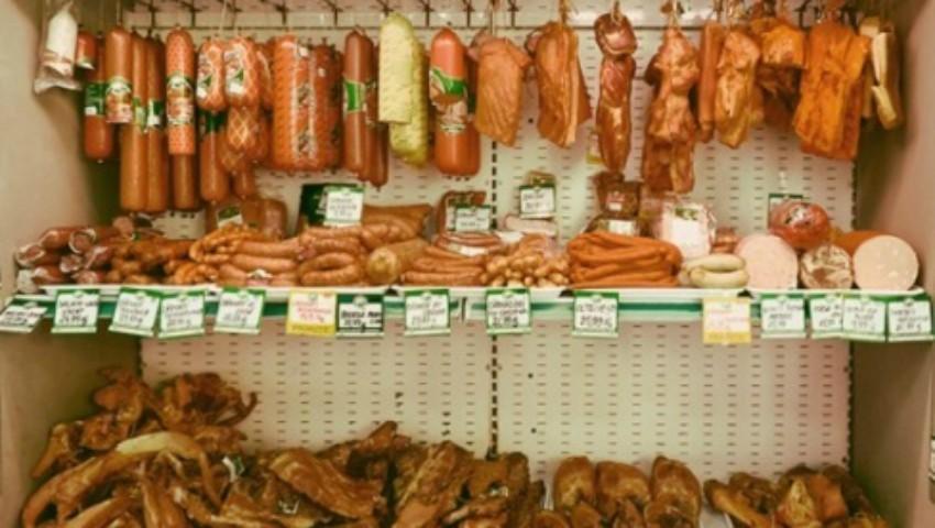 Foto: Produse din carne alterată vândute în piețele din Capitală și în magazinele din sate