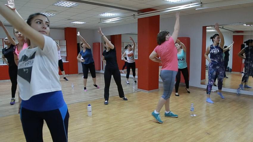 Foto: Ediția 13, ep. 6! Verdictul medicului: Poți sau nu să faci sport în timpul menstruației!