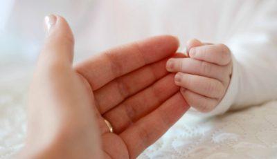 Un nou-născut declarat mort a început să respire cu puțin timp înainte de a fi înmormântat