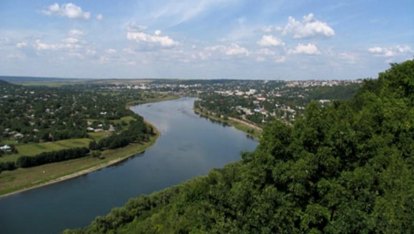 Foto: Autoritățile, în alertă! Creștere alarmantă a nivelului apei în râul Nistru
