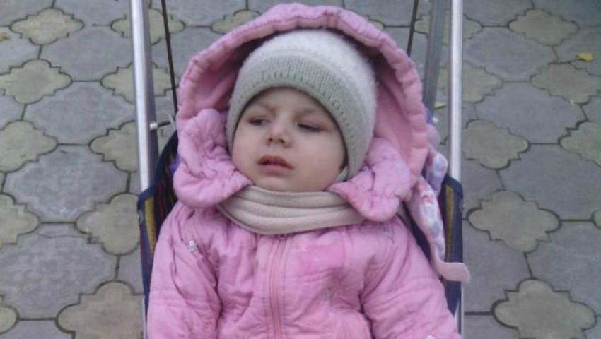 Foto: Otilia Pânzaru are nevoie de ajutorul nostru!!! Fetiţa a rămas paralizată în urma administrării unui vaccin