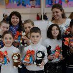 """Foto: Zâmbete de fericire la orfelinatul Orfeus! Copilașii au avut parte de o zi memorabilă datorită campaniei """"Fii Moș Crăciun tot anul împrejur""""!"""
