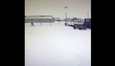 VIDEO!!! Momentul când un avion cu 13 pasageri la bord se prăbușește într-o localitate din Rusia