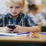 Foto: O țară europeană vrea interzicerea telefoanelor mobile în școli, începând cu 2018