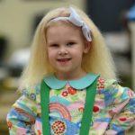 Foto: Motivul pentru care această fetiță adorabilă nu se poate pieptăna!