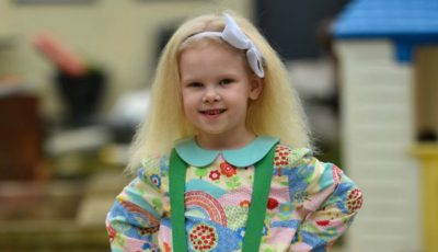 Motivul pentru care această fetiță adorabilă nu se poate pieptăna!