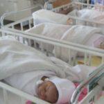 Foto: Dezvăluiri șocante. Ce li se face nou-născuților în maternități ca să nu plângă