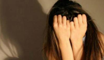 O fată de 17 ani a fost violată de un cuplu pentru 300 de lei